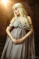 Mother of Dragons by la-esmeralda