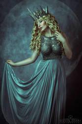 Moon Princess II by la-esmeralda