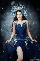 Ice Queen II by la-esmeralda