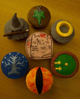 The Hobbit and Lord of the Rings Cupcakes by sparks1992