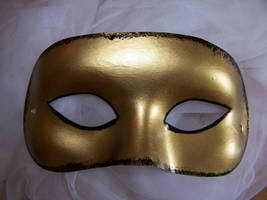 Black and Gold Mask by RealLifeSuicideBlond