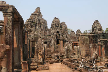 Angkor Thom temple ruins by kaitou-ace