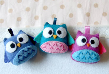A bunch of happy owls plushies by yael360