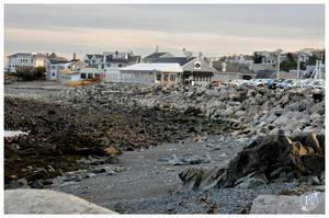 Rocky shoreline by EsBest