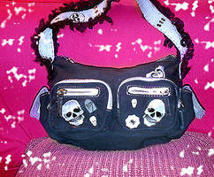 dEaD HeAd PuRsE by Yakkomia
