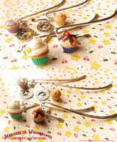 Cupcake and bookmark - Polymer clay by Cupcakesarekawaii