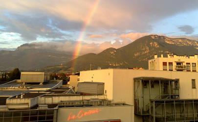 The rainbow crashed my house by guekko