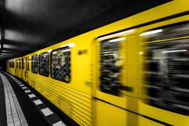 Berlin Yellow Subway by JannF