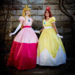 Princess Peach and Princess Daisy (1of2)[026]SA14W by zipdodah