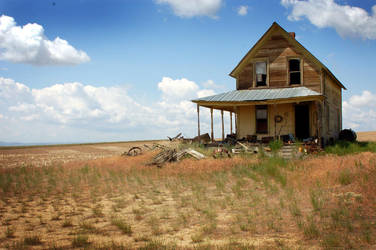 .abandoned farmhouse 02. by elementalunacy