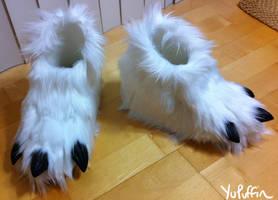 Absol Footpaws v2 by YuPuffin
