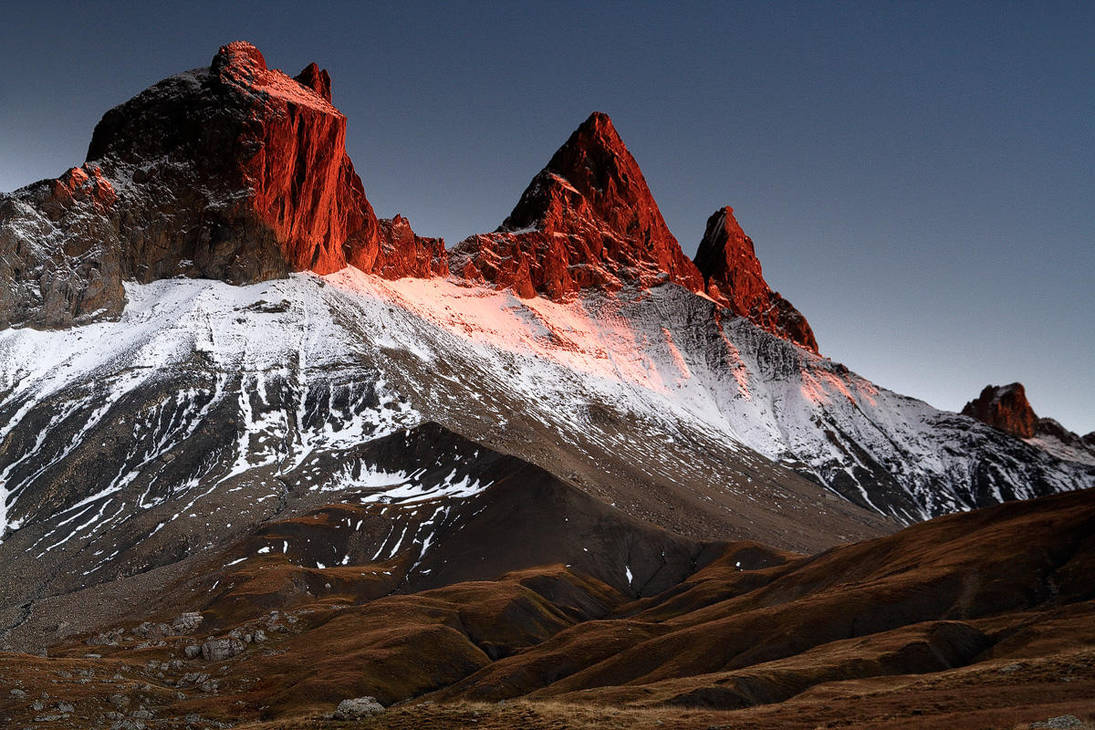 Arves Peaks in Red by ZeSly
