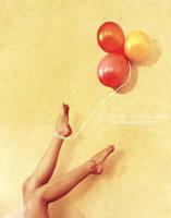 Captured by balloons by Julie-de-Waroquier