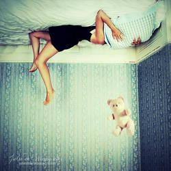 Reality won't let me dream by Julie-de-Waroquier