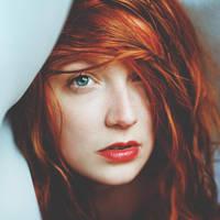 Under the veil by Julie-de-Waroquier
