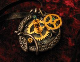Octopus pendant by Indirie