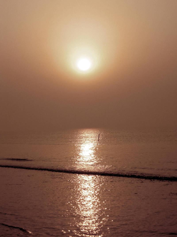 sea meets sky by anveshdunna