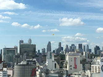 Tokyo Balloon by heyheybuddy