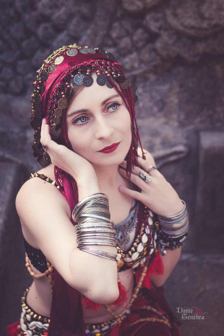 Oriental dancer by DameTenebra