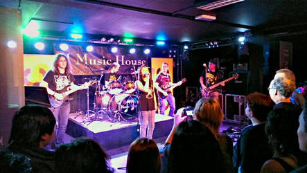 My first time playing in front of an audience c: by miic1