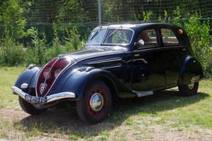 Vintage car by Arayashikinoshaka