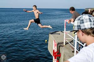 Water Jump (1) by parsek76