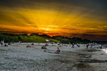 Sunset on the crowded beach by parsek76