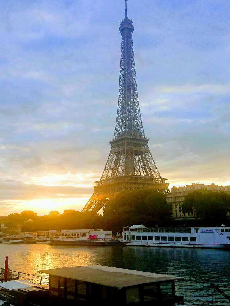 Eiffel Tower, early morning... by Monomakh