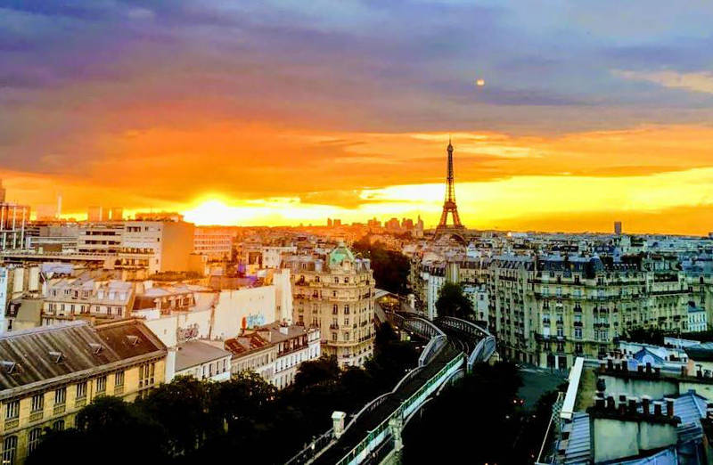 Red sun in Paris  by Monomakh