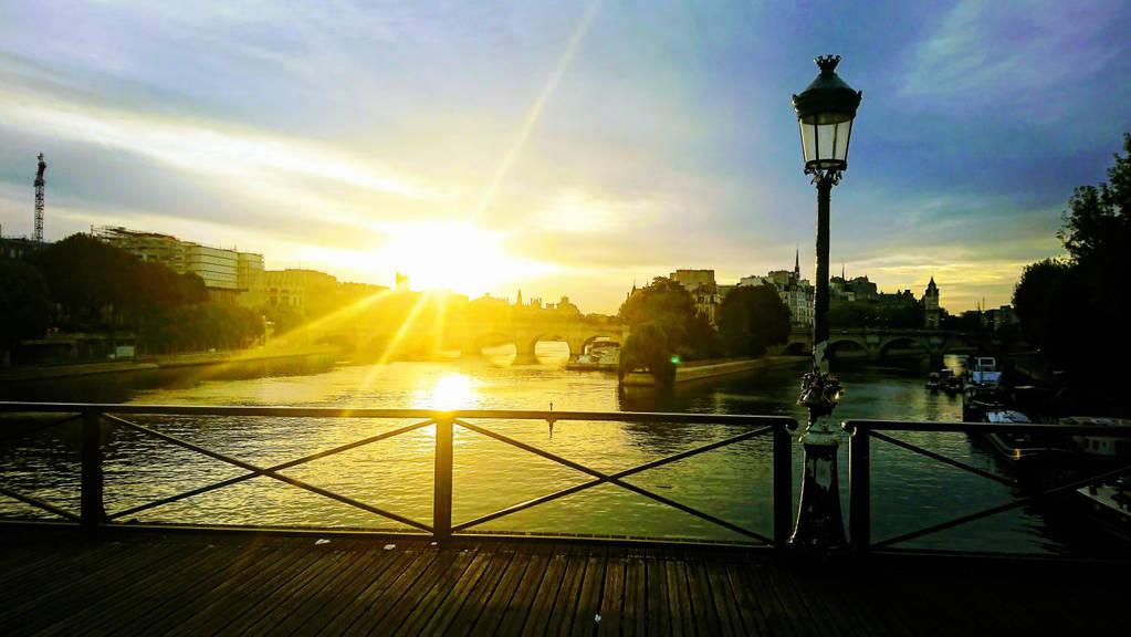 Sunrise in Paris... Pont des Arts!  by Monomakh