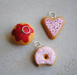 Valentines Day Themed Charms by ClayRunway