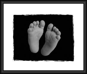 Tiny Feet by Natt2004