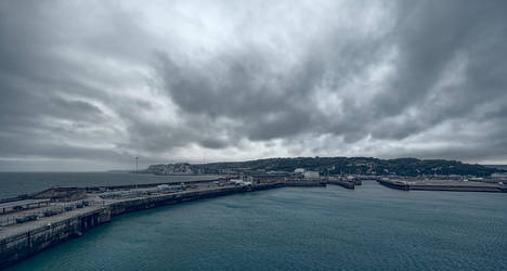 Dover, UK by Witoldhippie