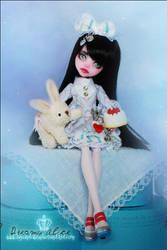 Alice in a Dream by MiveeArt