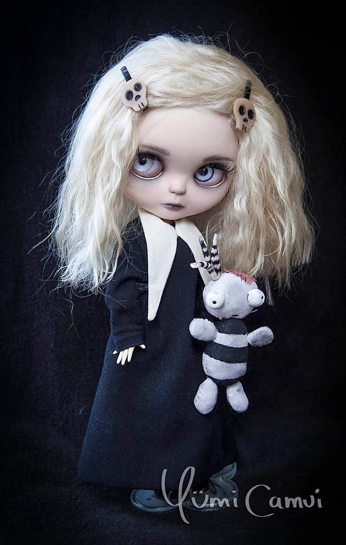 Lenore the cute litte dead girl Blythe by YumiCamui