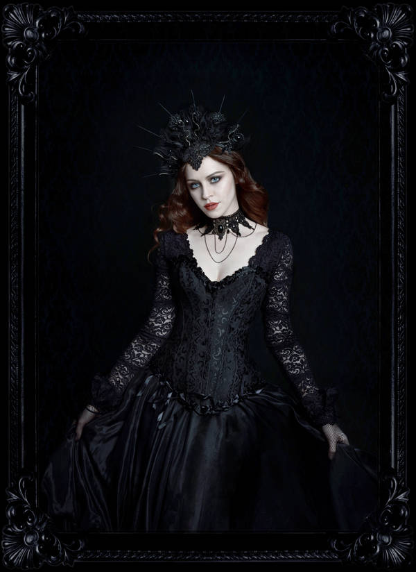 Dark Queen by fae-photography