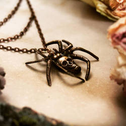 Skull spider pendant by Curionomicon