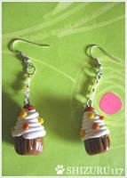 Cupcake earrings by Shizuru117