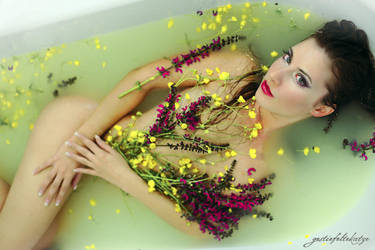 milky bath by gestiefeltekatze