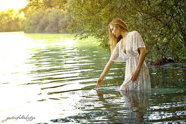 Lady Of The Lake by gestiefeltekatze