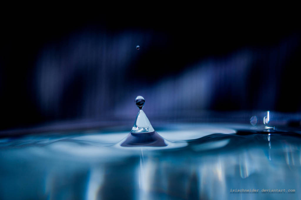 Pyramid Droplet by isischneider