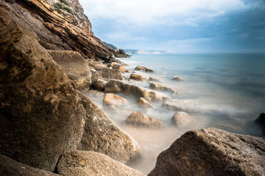 rocky beach by isischneider