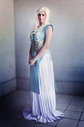 Daenerys Stromborn cosplay by kanamecosplay