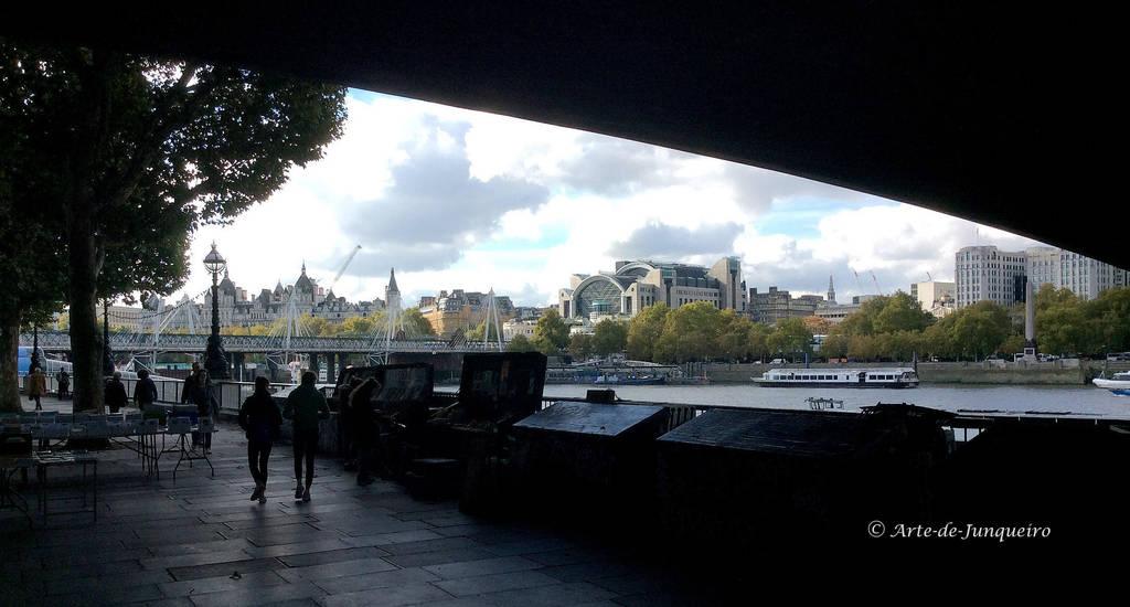 A London Station by Arte-de-Junqueiro