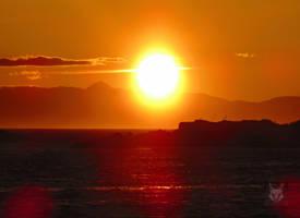 Giant Sun Burning Through Horizon by wolfwings1