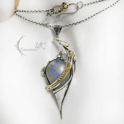PHINTIAERH - silver , 18 Ct yellow gold, moonstone by LUNARIEEN