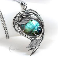 Necklace NYTHEYRA - Silver and Labradorite by LUNARIEEN