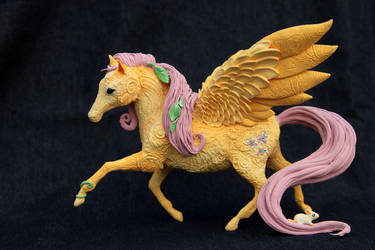Fluttershy like real horse - My Little Pony by hontor