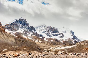 Behind the ridge by FeliDae84