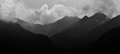 Black Mountains by zwarando
